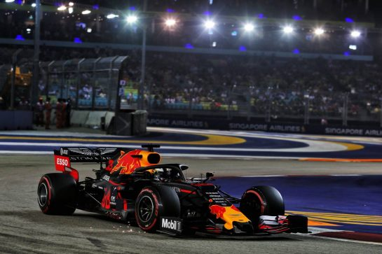 Max Verstappen (NLD) Red Bull Racing RB15. 21.09.2019. Formula 1 World Championship, Rd 15, Singapore Grand Prix, Marina Bay Street Circuit, Singapore, Qualifying Day. - www.xpbimages.com, EMail: requests@xpbimages.com - copy of publication required for printed pictures. Every used picture is fee-liable. © Copyright: Moy / XPB Images