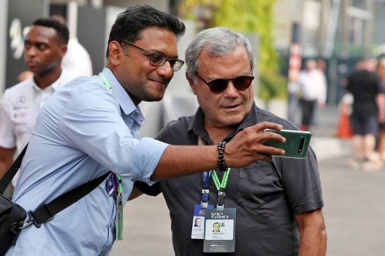 Sir Martin Sorrell (GBR) (Right). 22.09.2019. Formula 1 World Championship, Rd 15, Singapore Grand Prix, Marina Bay Street Circuit, Singapore, Race Day. - www.xpbimages.com, EMail: requests@xpbimages.com - copy of publication required for printed pictures. Every used picture is fee-liable. © Copyright: Moy / XPB Images