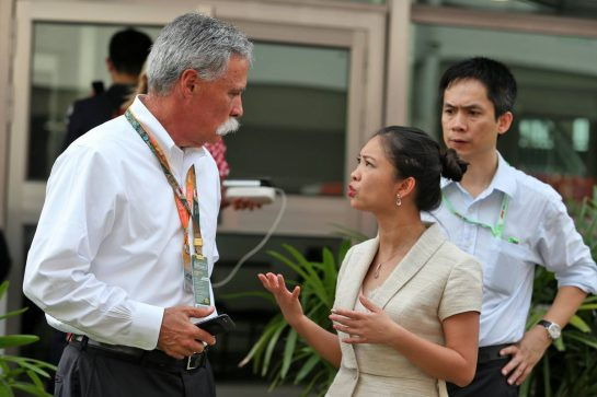 Chase Carey (USA) Formula One Group Chairman (Left) with Vietnam GP Promotors. 22.09.2019. Formula 1 World Championship, Rd 15, Singapore Grand Prix, Marina Bay Street Circuit, Singapore, Race Day. - www.xpbimages.com, EMail: requests@xpbimages.com - copy of publication required for printed pictures. Every used picture is fee-liable. © Copyright: Moy / XPB Images
