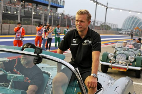 Kevin Magnussen (DEN) Haas F1 Team on the drivers parade. 22.09.2019. Formula 1 World Championship, Rd 15, Singapore Grand Prix, Marina Bay Street Circuit, Singapore, Race Day. - www.xpbimages.com, EMail: requests@xpbimages.com - copy of publication required for printed pictures. Every used picture is fee-liable. © Copyright: Batchelor / XPB Images