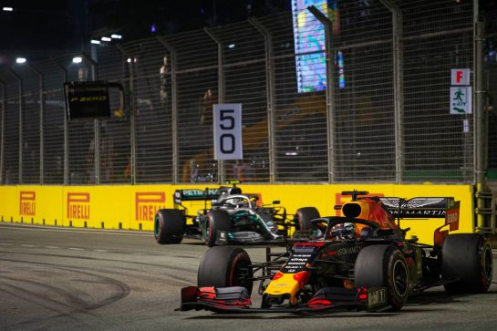 Max Verstappen (NLD) Red Bull Racing RB15. 22.09.2019. Formula 1 World Championship, Rd 15, Singapore Grand Prix, Marina Bay Street Circuit, Singapore, Race Day.  - www.xpbimages.com, EMail: requests@xpbimages.com - copy of publication required for printed pictures. Every used picture is fee-liable. © Copyright: Bearne / XPB Images