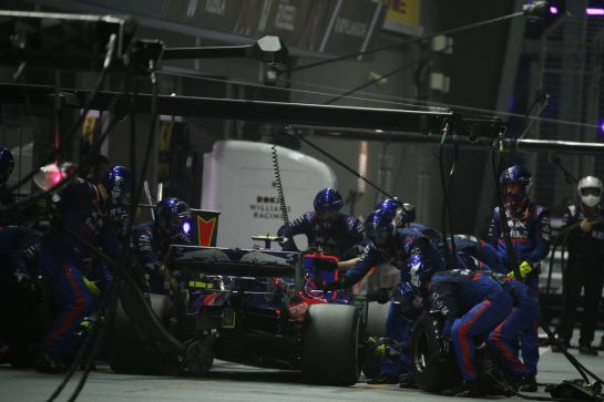 Daniil Kvyat (RUS) Scuderia Toro Rosso STR14 pit stop..22.09.2019. Formula 1 World Championship, Rd 15, Singapore Grand Prix, Marina Bay Street Circuit, Singapore, Race Day.- www.xpbimages.com, EMail: requests@xpbimages.com - copy of publication required for printed pictures. Every used picture is fee-liable. © Copyright: Batchelor / XPB Images