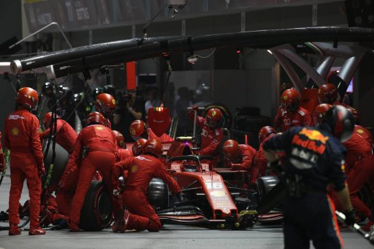Charles Leclerc (MON) Ferrari SF90 pit stop.22.09.2019. Formula 1 World Championship, Rd 15, Singapore Grand Prix, Marina Bay Street Circuit, Singapore, Race Day.- www.xpbimages.com, EMail: requests@xpbimages.com - copy of publication required for printed pictures. Every used picture is fee-liable. © Copyright: Batchelor / XPB Images