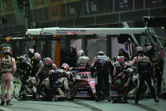 Sergio Perez (MEX) Racing Point F1 Team RP19 pit stop.22.09.2019. Formula 1 World Championship, Rd 15, Singapore Grand Prix, Marina Bay Street Circuit, Singapore, Race Day.- www.xpbimages.com, EMail: requests@xpbimages.com - copy of publication required for printed pictures. Every used picture is fee-liable. © Copyright: Batchelor / XPB Images