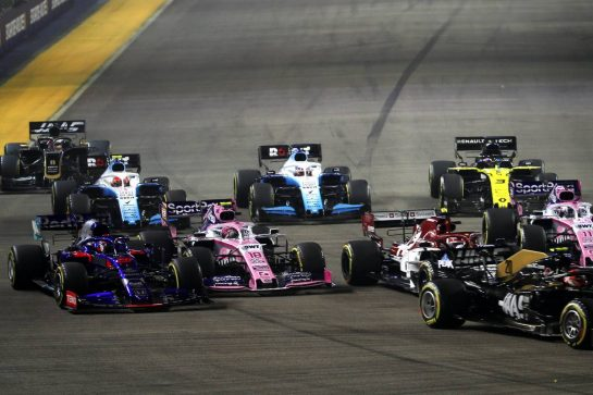 Daniil Kvyat (RUS) Scuderia Toro Rosso STR14 and Lance Stroll (CDN) Racing Point F1 Team RP19 at the start of the race. 22.09.2019. Formula 1 World Championship, Rd 15, Singapore Grand Prix, Marina Bay Street Circuit, Singapore, Race Day. - www.xpbimages.com, EMail: requests@xpbimages.com - copy of publication required for printed pictures. Every used picture is fee-liable. © Copyright: Batchelor / XPB Images