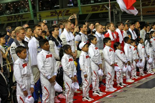 Drivers as the grid observes the national anthem. 22.09.2019. Formula 1 World Championship, Rd 15, Singapore Grand Prix, Marina Bay Street Circuit, Singapore, Race Day. - www.xpbimages.com, EMail: requests@xpbimages.com - copy of publication required for printed pictures. Every used picture is fee-liable. © Copyright: Batchelor / XPB Images