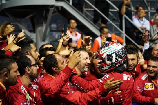 Charles Leclerc (MON) Ferrari celebrates his second position with the team in parc ferme. 22.09.2019. Formula 1 World Championship, Rd 15, Singapore Grand Prix, Marina Bay Street Circuit, Singapore, Race Day.  - www.xpbimages.com, EMail: requests@xpbimages.com - copy of publication required for printed pictures. Every used picture is fee-liable. © Copyright: Dungan / XPB Images