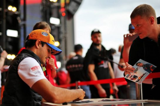 Carlos Sainz Jr (ESP) McLaren signs autographs for the fans. 26.09.2019. Formula 1 World Championship, Rd 16, Russian Grand Prix, Sochi Autodrom, Sochi, Russia, Preparation Day.  - www.xpbimages.com, EMail: requests@xpbimages.com - copy of publication required for printed pictures. Every used picture is fee-liable. © Copyright: Filipe / XPB Images