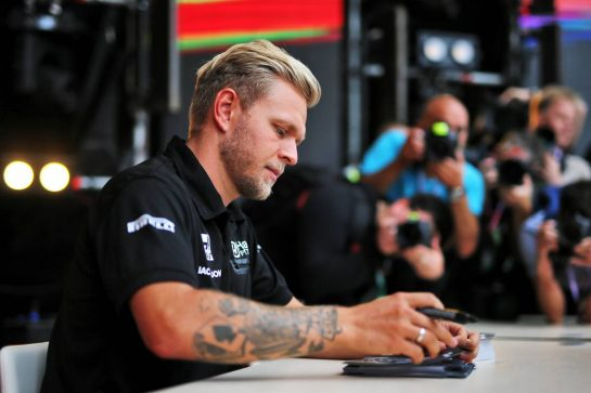 Kevin Magnussen (DEN) Haas F1 Team signs autographs for the fans. 26.09.2019. Formula 1 World Championship, Rd 16, Russian Grand Prix, Sochi Autodrom, Sochi, Russia, Preparation Day.  - www.xpbimages.com, EMail: requests@xpbimages.com - copy of publication required for printed pictures. Every used picture is fee-liable. © Copyright: Filipe / XPB Images