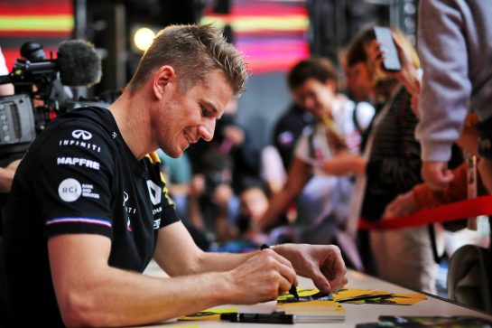 Nico Hulkenberg (GER) Renault F1 Team signs autographs for the fans. 26.09.2019. Formula 1 World Championship, Rd 16, Russian Grand Prix, Sochi Autodrom, Sochi, Russia, Preparation Day.  - www.xpbimages.com, EMail: requests@xpbimages.com - copy of publication required for printed pictures. Every used picture is fee-liable. © Copyright: Filipe / XPB Images