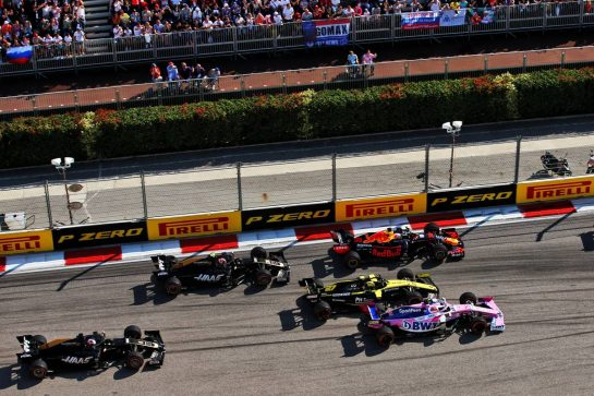 Max Verstappen (NLD) Red Bull Racing RB15, Nico Hulkenberg (GER) Renault F1 Team RS19, and Sergio Perez (MEX) Racing Point F1 Team RP19 at the start of the race. 29.09.2019. Formula 1 World Championship, Rd 16, Russian Grand Prix, Sochi Autodrom, Sochi, Russia, Race Day. - www.xpbimages.com, EMail: requests@xpbimages.com - copy of publication required for printed pictures. Every used picture is fee-liable. © Copyright: Filipe / XPB Images
