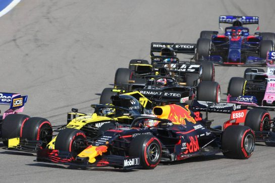 Nico Hulkenberg (GER) Renault Sport F1 Team RS19 and Max Verstappen (NLD) Red Bull Racing RB15. 29.09.2019. Formula 1 World Championship, Rd 16, Russian Grand Prix, Sochi Autodrom, Sochi, Russia, Race Day. - www.xpbimages.com, EMail: requests@xpbimages.com - copy of publication required for printed pictures. Every used picture is fee-liable. © Copyright: Charniaux / XPB Images