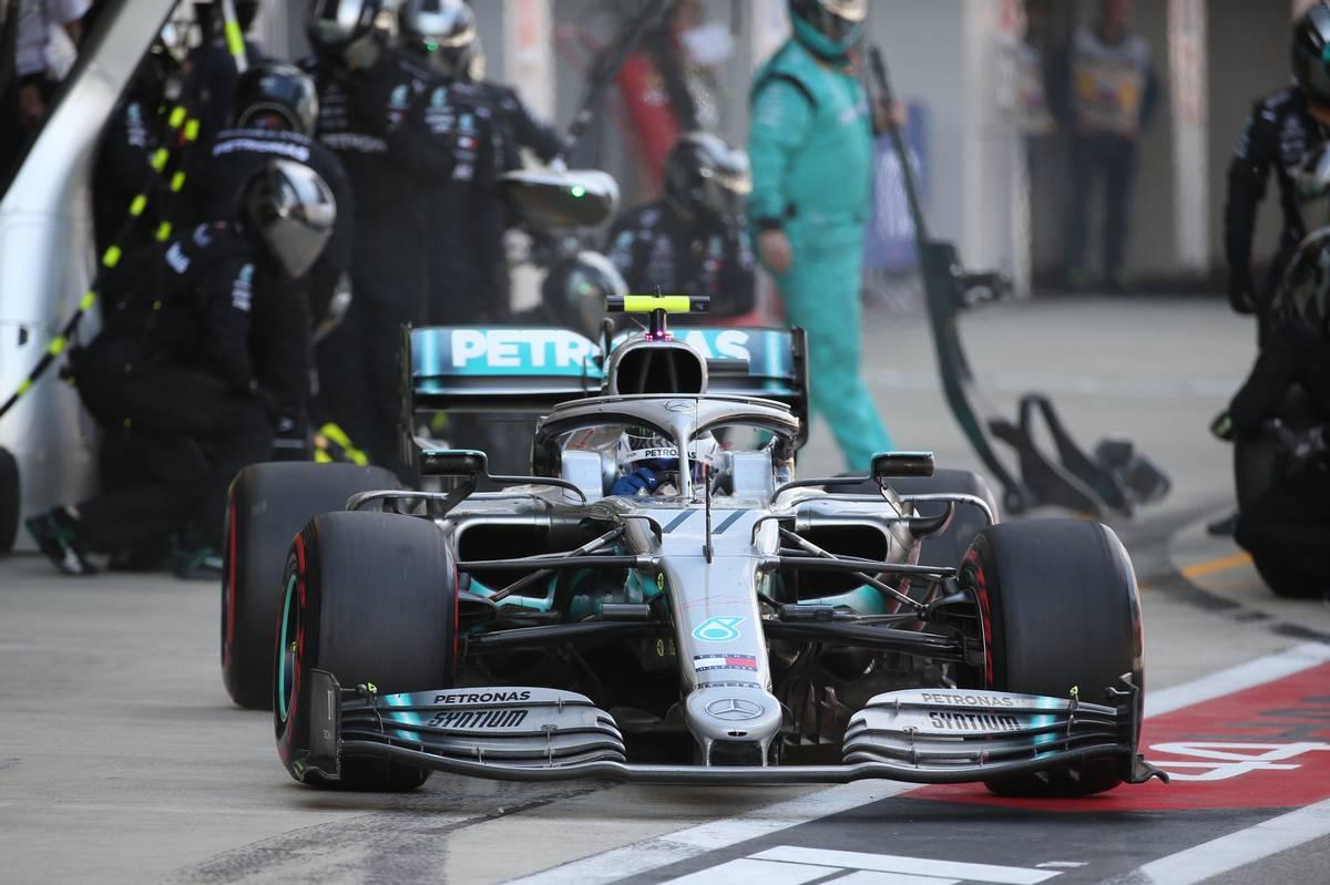 Valtteri Bottas (FIN) Mercedes AMG F1 W10 pit stop.