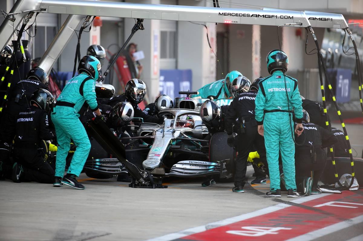 Lewis Hamilton (GBR) Mercedes AMG F1 W10 pit stop.