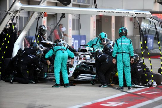 Lewis Hamilton (GBR) Mercedes AMG F1 W10 pit stop. 29.09.2019. Formula 1 World Championship, Rd 16, Russian Grand Prix, Sochi Autodrom, Sochi, Russia, Race Day. - www.xpbimages.com, EMail: requests@xpbimages.com - copy of publication required for printed pictures. Every used picture is fee-liable. © Copyright: Batchelor / XPB Images