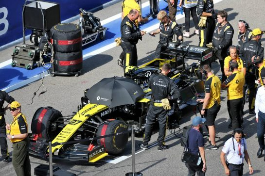 Nico Hulkenberg (GER) Renault F1 Team RS19 on the grid. 29.09.2019. Formula 1 World Championship, Rd 16, Russian Grand Prix, Sochi Autodrom, Sochi, Russia, Race Day. - www.xpbimages.com, EMail: requests@xpbimages.com - copy of publication required for printed pictures. Every used picture is fee-liable. © Copyright: Moy / XPB Images