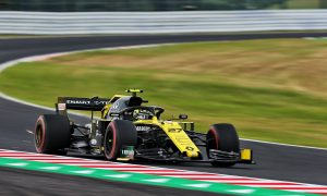 Renault drivers blame 'out of sync' runs for poor FP2