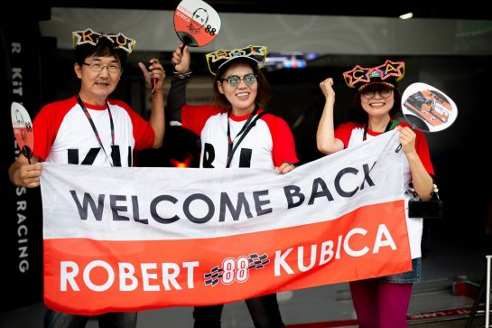 Robert Kubica (POL) Williams Racing fans. 10.10.2019. Formula 1 World Championship, Rd 17, Japanese Grand Prix, Suzuka, Japan, Preparation Day. - www.xpbimages.com, EMail: requests@xpbimages.com - copy of publication required for printed pictures. Every used picture is fee-liable. © Copyright: Bearne / XPB Images
