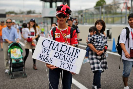 Circuit atmosphere - fan with tribute to Charlie Whiting (GBR) FIA Delegate.