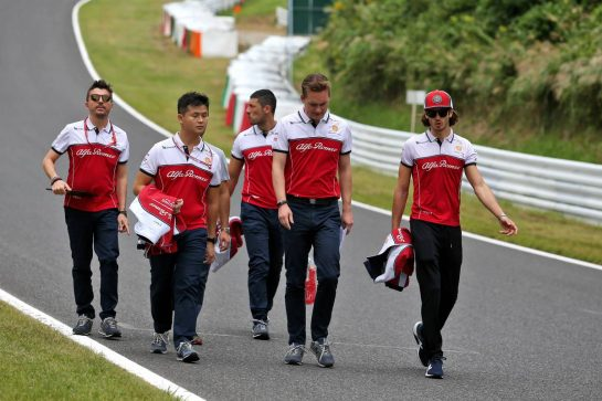 Antonio Giovinazzi (ITA) Alfa Romeo Racing walks the circuit with the team. 10.10.2019. Formula 1 World Championship, Rd 17, Japanese Grand Prix, Suzuka, Japan, Preparation Day. - www.xpbimages.com, EMail: requests@xpbimages.com - copy of publication required for printed pictures. Every used picture is fee-liable. © Copyright: Moy / XPB Images