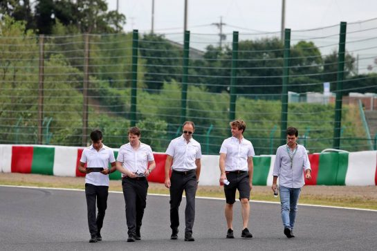 Carlos Sainz Jr (ESP) McLaren walks the circuit with the team.
