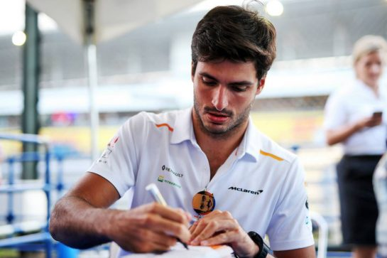 Carlos Sainz Jr (ESP) McLaren signs autographs for the fans.