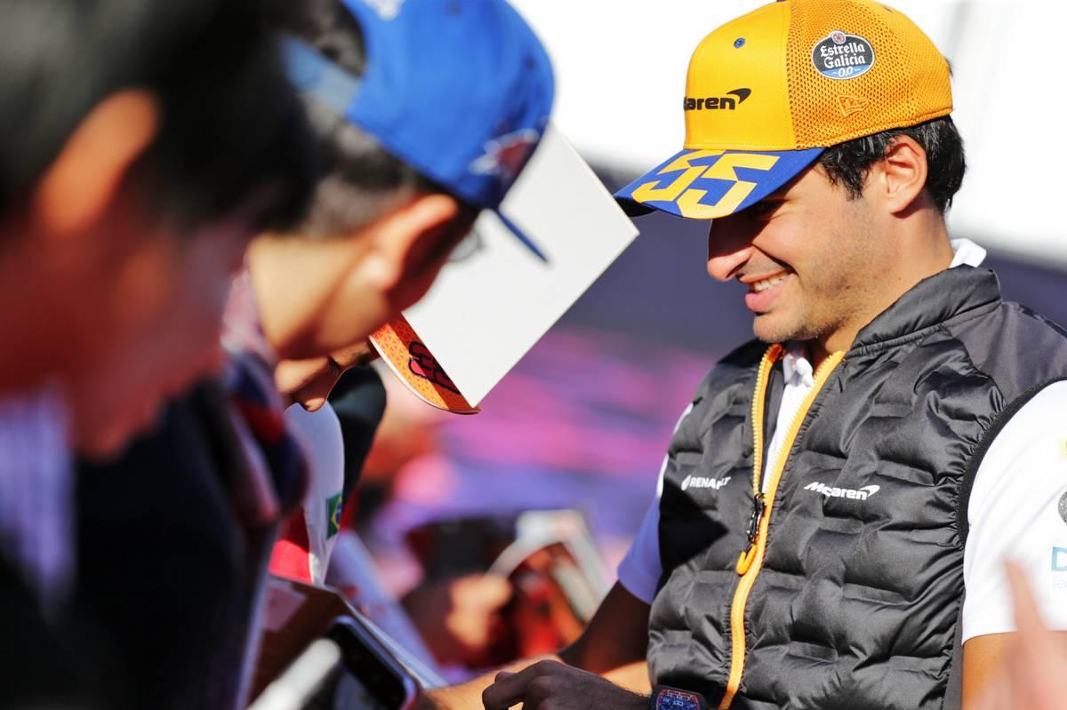 Carlos Sainz Jr (ESP) McLaren signs autographs for the fans.