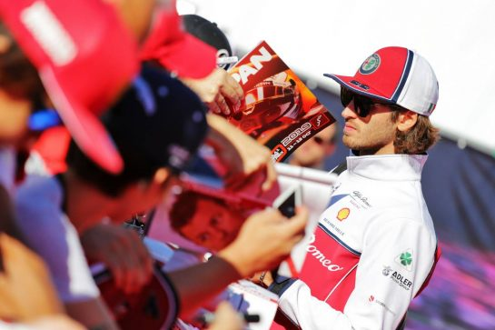 Antonio Giovinazzi (ITA) Alfa Romeo Racing signs autographs for the fans.