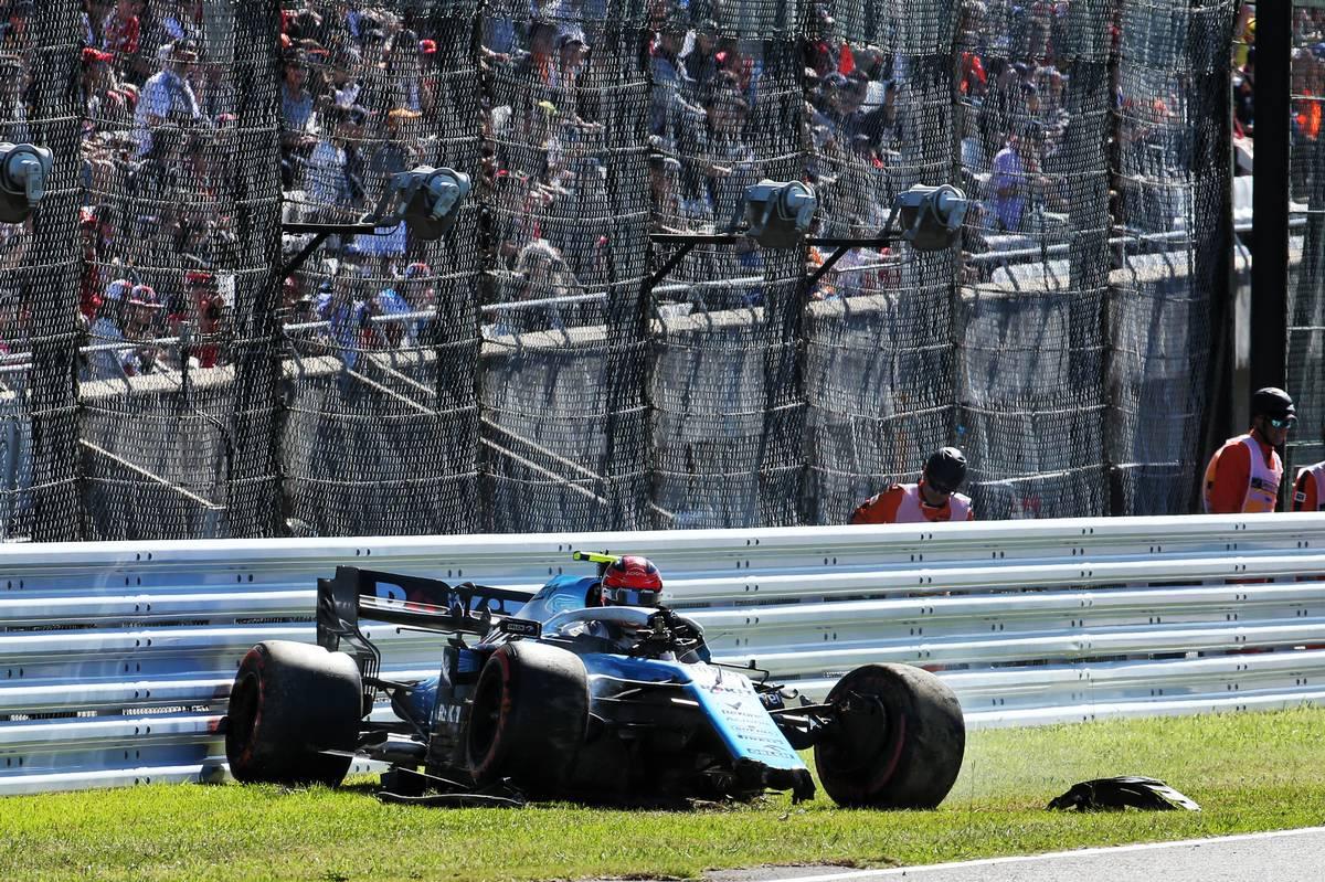 Robert Kubica (POL) Williams Racing FW42 crashed during qualifying.