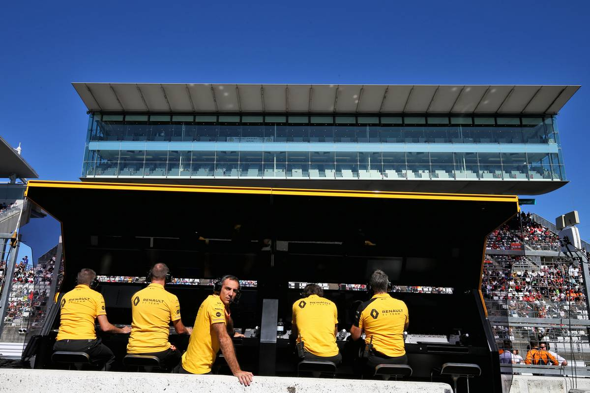 Cyril Abiteboul (FRA) Renault Sport F1 Managing Director on the pit gantry.