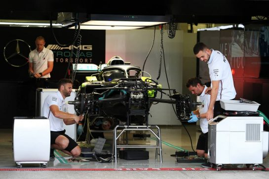 Mercedes AMG F1 W10 prepared by mechanics in the pit garage. 24.10.2019. Formula 1 World Championship, Rd 18, Mexican Grand Prix, Mexico City, Mexico, Preparation Day. - www.xpbimages.com, EMail: requests@xpbimages.com © Copyright: Moy / XPB Images