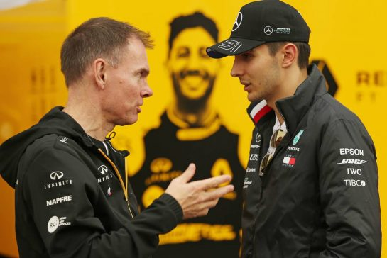 Alan Permane (GBR), Renault Sport F1 Team Trackside Operations Director and Esteban Ocon (FRA), Mercedes AMG F1 24.10.2019. Formula 1 World Championship, Rd 18, Mexican Grand Prix, Mexico City, Mexico, Preparation Day.- www.xpbimages.com, EMail: requests@xpbimages.com © Copyright: Charniaux / XPB Images