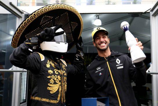 Daniel Ricciardo (AUS), Renault F1 Team 24.10.2019. Formula 1 World Championship, Rd 18, Mexican Grand Prix, Mexico City, Mexico, Preparation Day.- www.xpbimages.com, EMail: requests@xpbimages.com © Copyright: Charniaux / XPB Images
