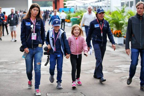 Emerson Fittipaldi (BRA) with his wife Rossana Fanucchi (BRA), son Emerson (BRA) and daughter Vittoria Emerson Fittipaldi (BRA). 25.10.2019. Formula 1 World Championship, Rd 18, Mexican Grand Prix, Mexico City, Mexico, Practice Day. - www.xpbimages.com, EMail: requests@xpbimages.com © Copyright: Batchelor / XPB Images