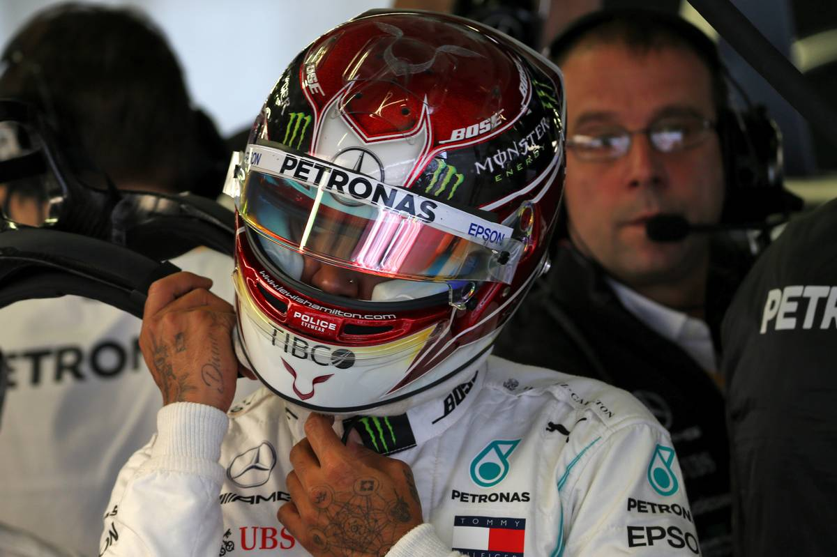 Hamilton wins in Mexico but must wait for sixth title