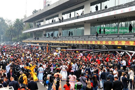 Pit atmosphere. 25.10.2019. Formula 1 World Championship, Rd 18, Mexican Grand Prix, Mexico City, Mexico, Practice Day. - www.xpbimages.com, EMail: requests@xpbimages.com © Copyright: Moy / XPB Images