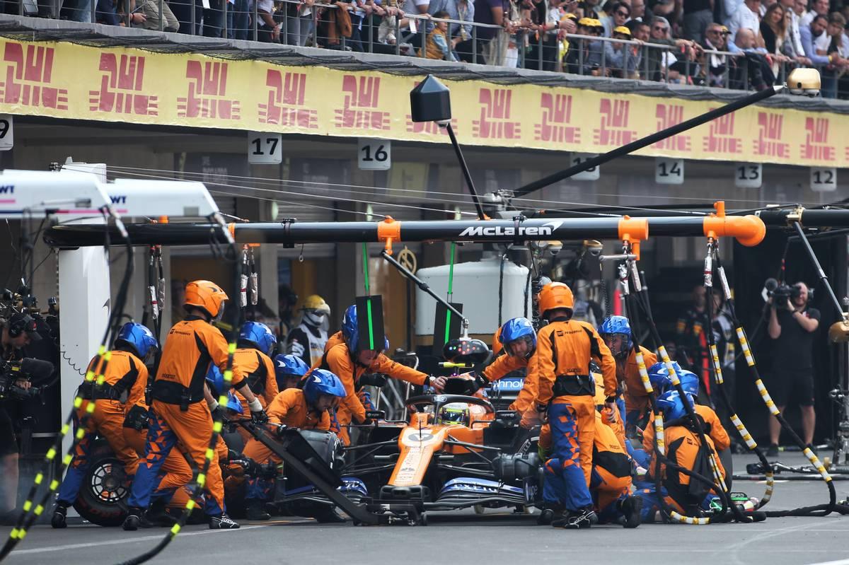 Lando Norris (GBR) McLaren MCL34 makes a pit stop.