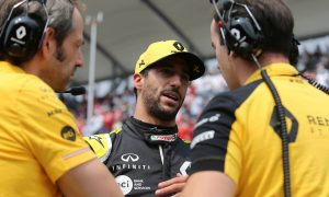 Ricciardo learning 'new skills' in F1's tight midfield