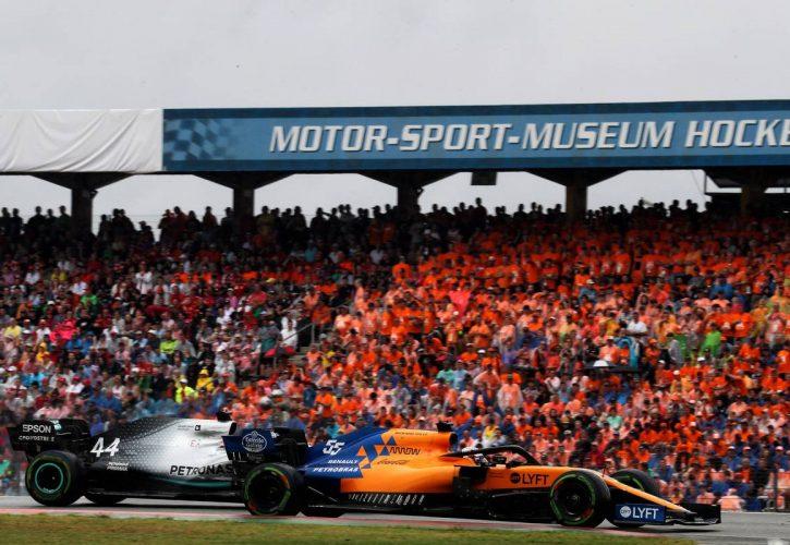 Carlos Sainz Jr (ESP) McLaren MCL34 and Valtteri Bottas (FIN) Mercedes AMG F1 W10 battle for position.