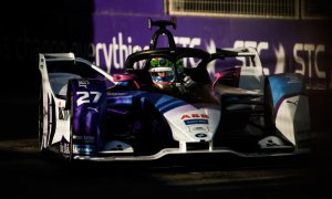 Sims beats Mercedes chargers to Diriyah E-Prix pole
