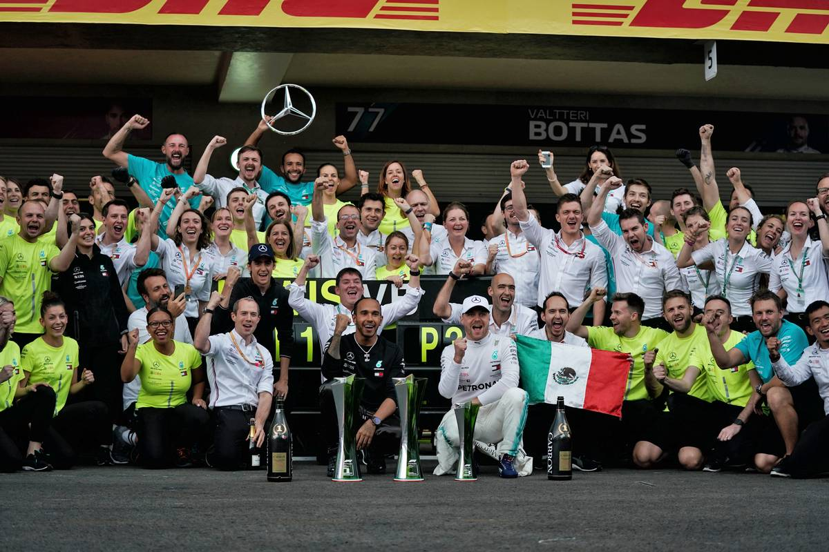 Race winner Lewis Hamilton (GBR) Mercedes AMG F1 and third placed Valtteri Bottas (FIN) Mercedes AMG F1 celebrate with the team.