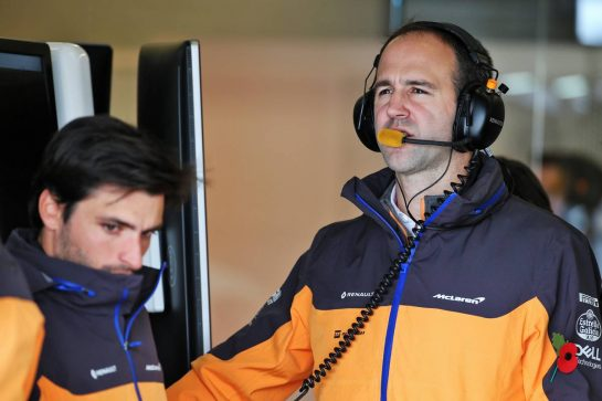 Tom Stallard (GBR) McLaren Race Engineer with Carlos Sainz Jr (ESP) McLaren.