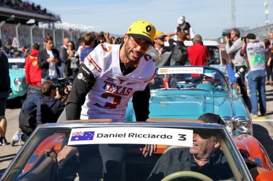 Daniel Ricciardo (AUS) Renault F1 Team on the drivers parade.