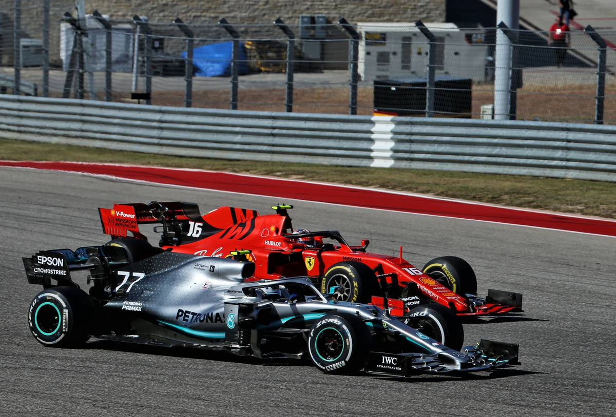 Valtteri Bottas (FIN) Mercedes AMG F1 W10 and Charles Leclerc (MON) Ferrari SF90 battle for position.