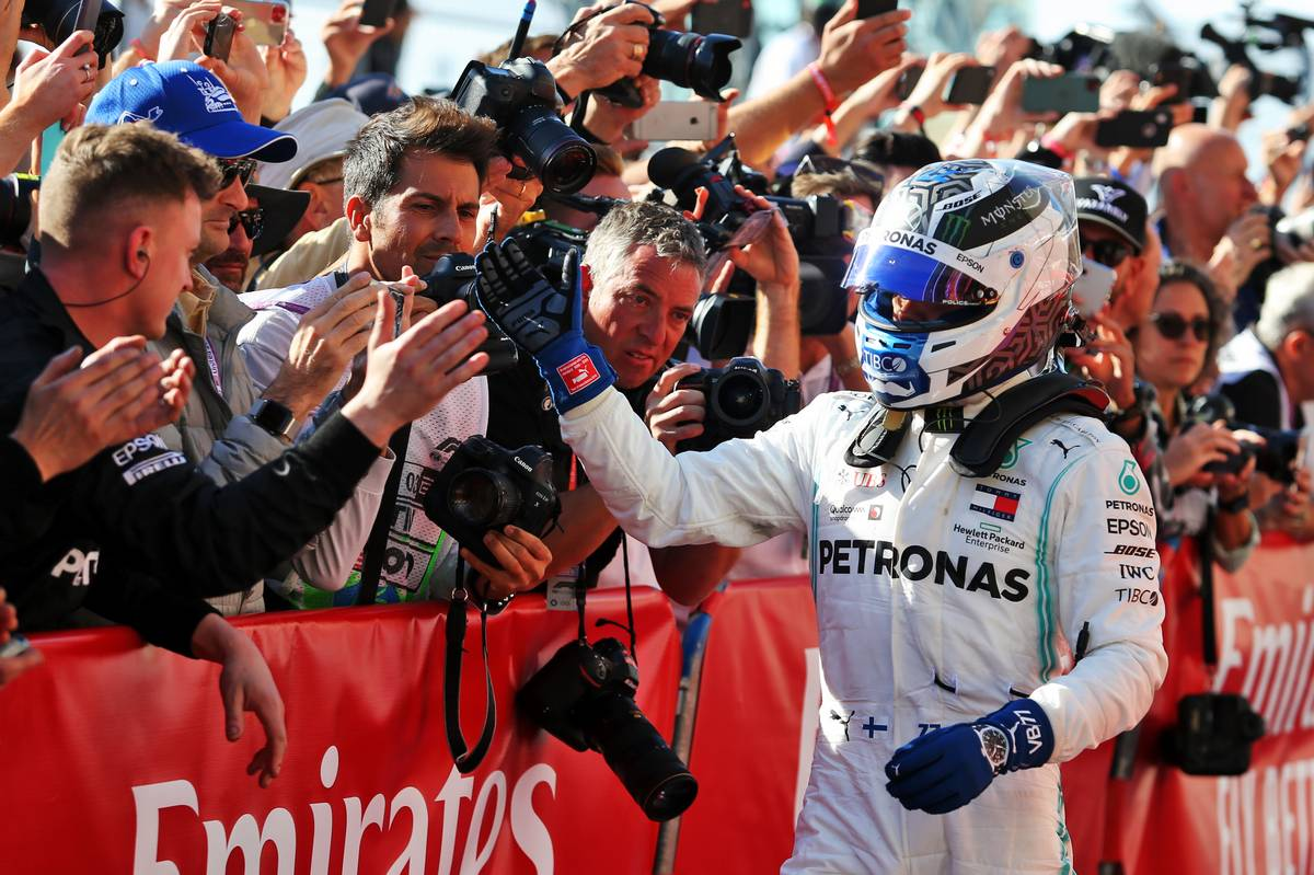 Race winner Valtteri Bottas (FIN) Mercedes AMG F1 W10 celebrates with the team in parc ferme.