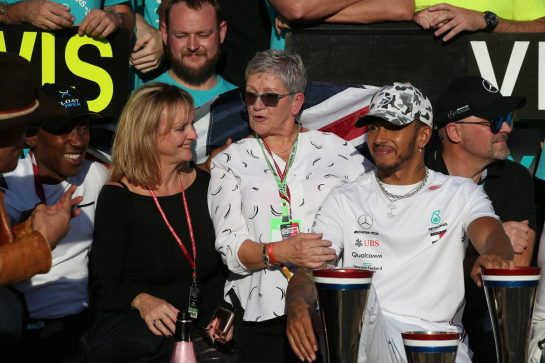 03.11.2019 and his father, mother and step mother. Formula 1 World Championship, Rd 19, United States Grand Prix, Austin, Texas, USA, Race Day.