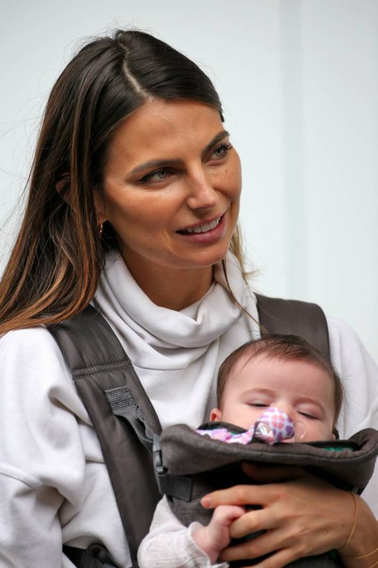 Kelly Piquet (BRA), girlfriend of Daniil Kvyat (RUS) Scuderia Toro Rosso, with their baby daughter Penelope.