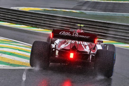Antonio Giovinazzi (ITA) Alfa Romeo Racing C38.