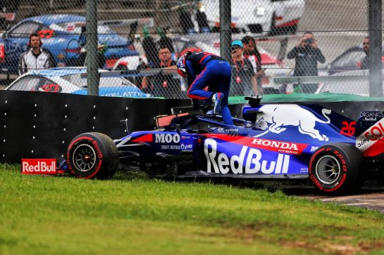 Daniil Kvyat (RUS) Scuderia Toro Rosso STR14 crashed in the second practice session. 15.11.2019. Formula 1 World Championship, Rd 20, Brazilian Grand Prix, Sao Paulo, Brazil, Practice Day. - www.xpbimages.com, EMail: requests@xpbimages.com © Copyright: Photo4 / XPB Images