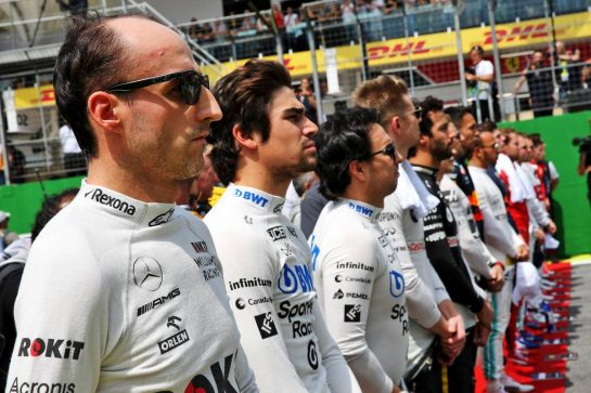 Robert Kubica (POL) Williams Racing as the grid observes the national anthem. 17.11.2019. Formula 1 World Championship, Rd 20, Brazilian Grand Prix, Sao Paulo, Brazil, Race Day. - www.xpbimages.com, EMail: requests@xpbimages.com © Copyright: Batchelor / XPB Images